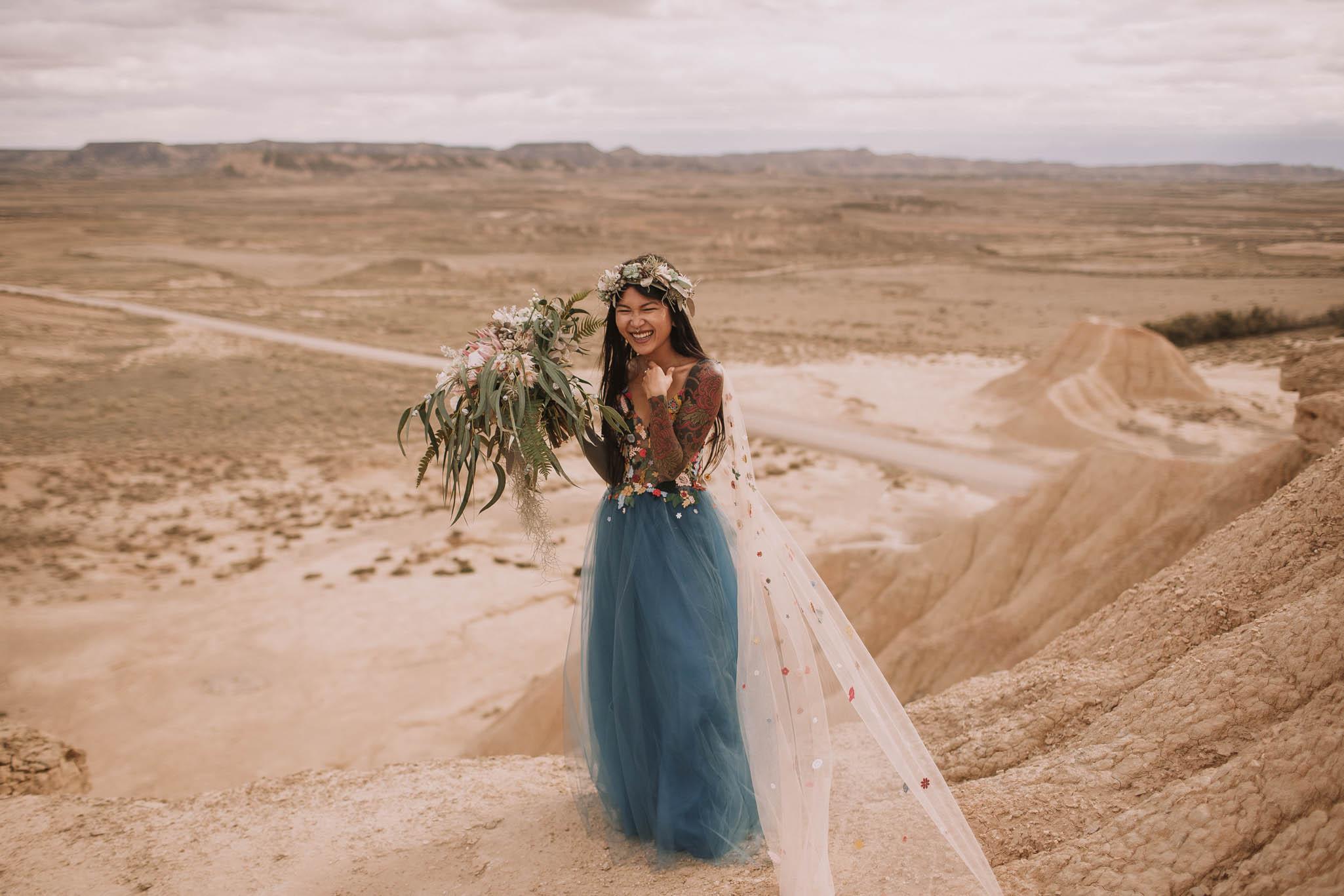 Spain-wedding-photographer-bardenas-reales-jeremy-boyer-photographe-mariage-bordeaux-floral-wedding-dress-robe-116.jpg