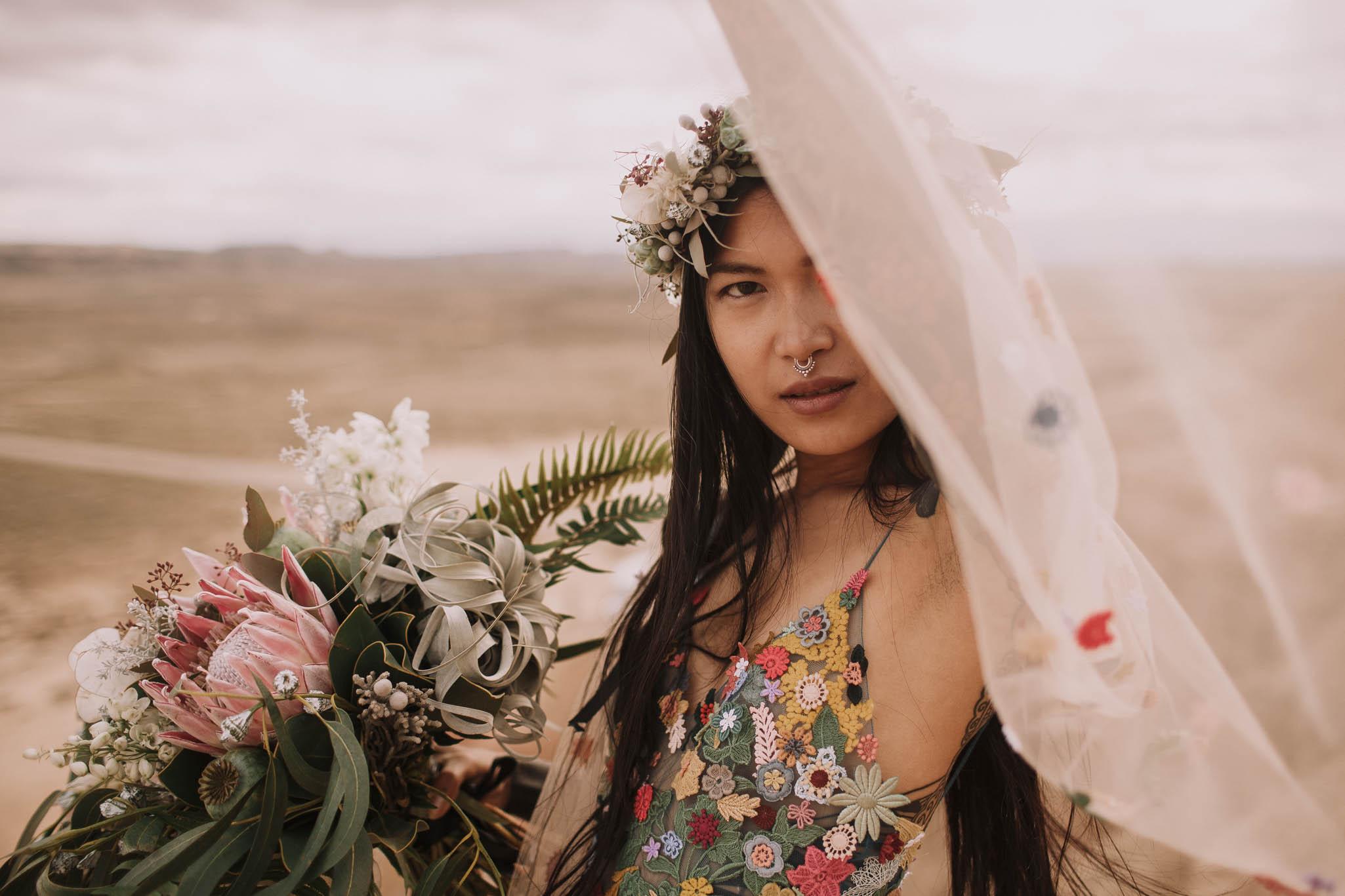 Spain-wedding-photographer-bardenas-reales-jeremy-boyer-photographe-mariage-bordeaux-floral-wedding-dress-robe-119.jpg