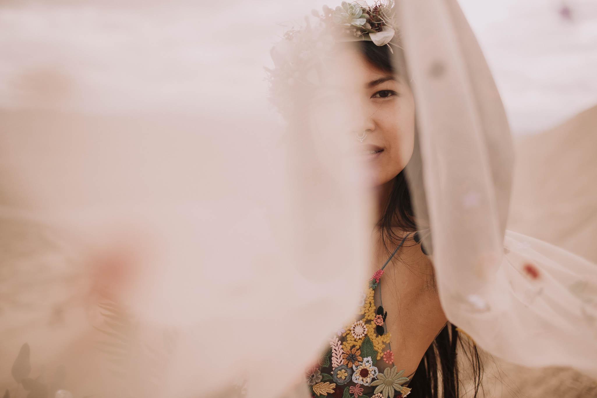 Spain-wedding-photographer-bardenas-reales-jeremy-boyer-photographe-mariage-bordeaux-floral-wedding-dress-robe-120.jpg