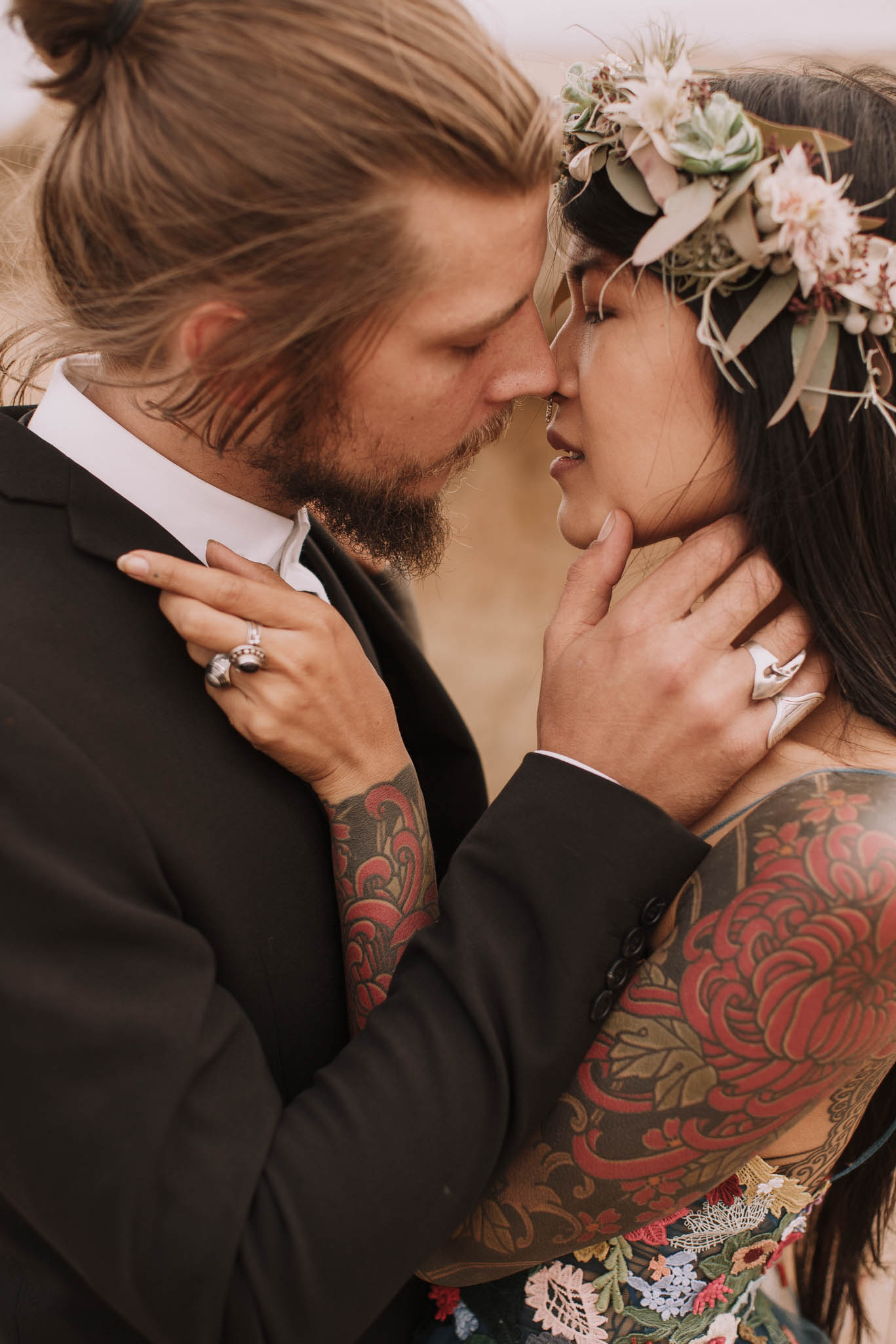 Spain-wedding-photographer-bardenas-reales-jeremy-boyer-photographe-mariage-bordeaux-floral-wedding-dress-robe-122.jpg