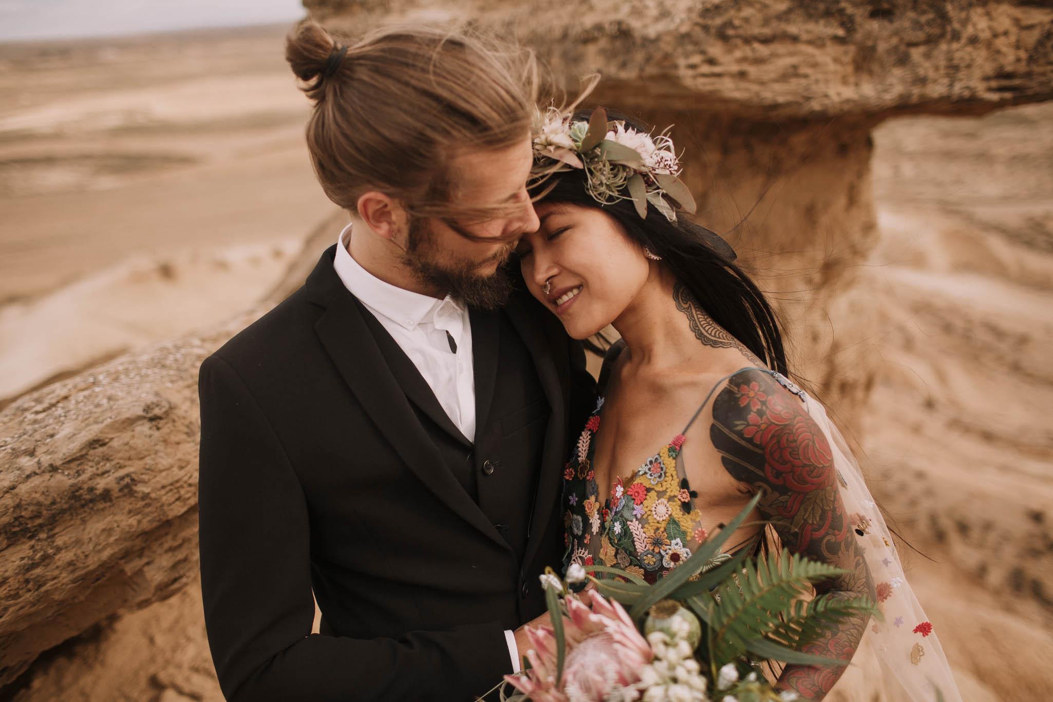 Spain-wedding-photographer-bardenas-reales-jeremy-boyer-photographe-mariage-bordeaux-floral-wedding-dress-robe-124.jpg