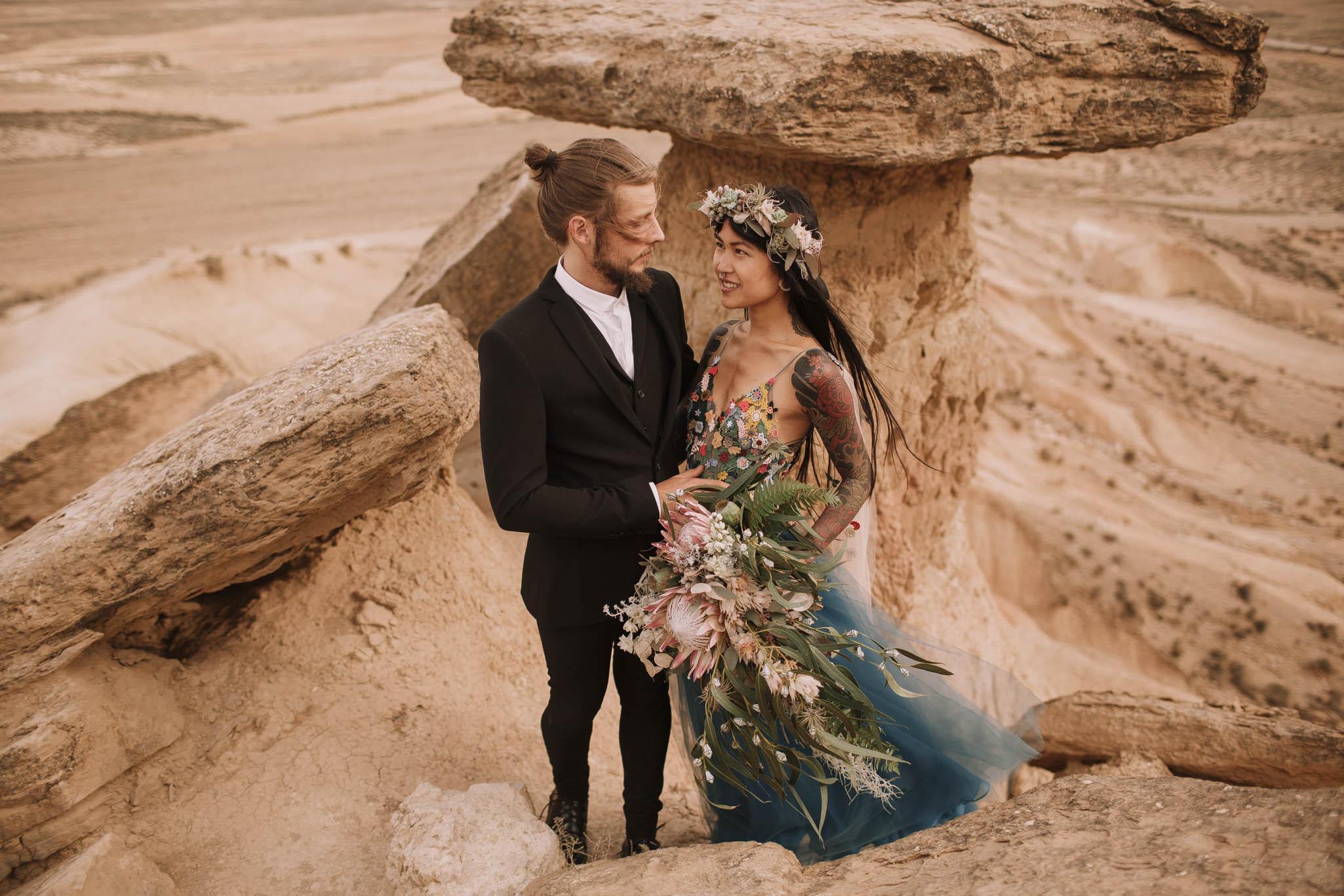 Spain-wedding-photographer-bardenas-reales-jeremy-boyer-photographe-mariage-bordeaux-floral-wedding-dress-robe-123.jpg