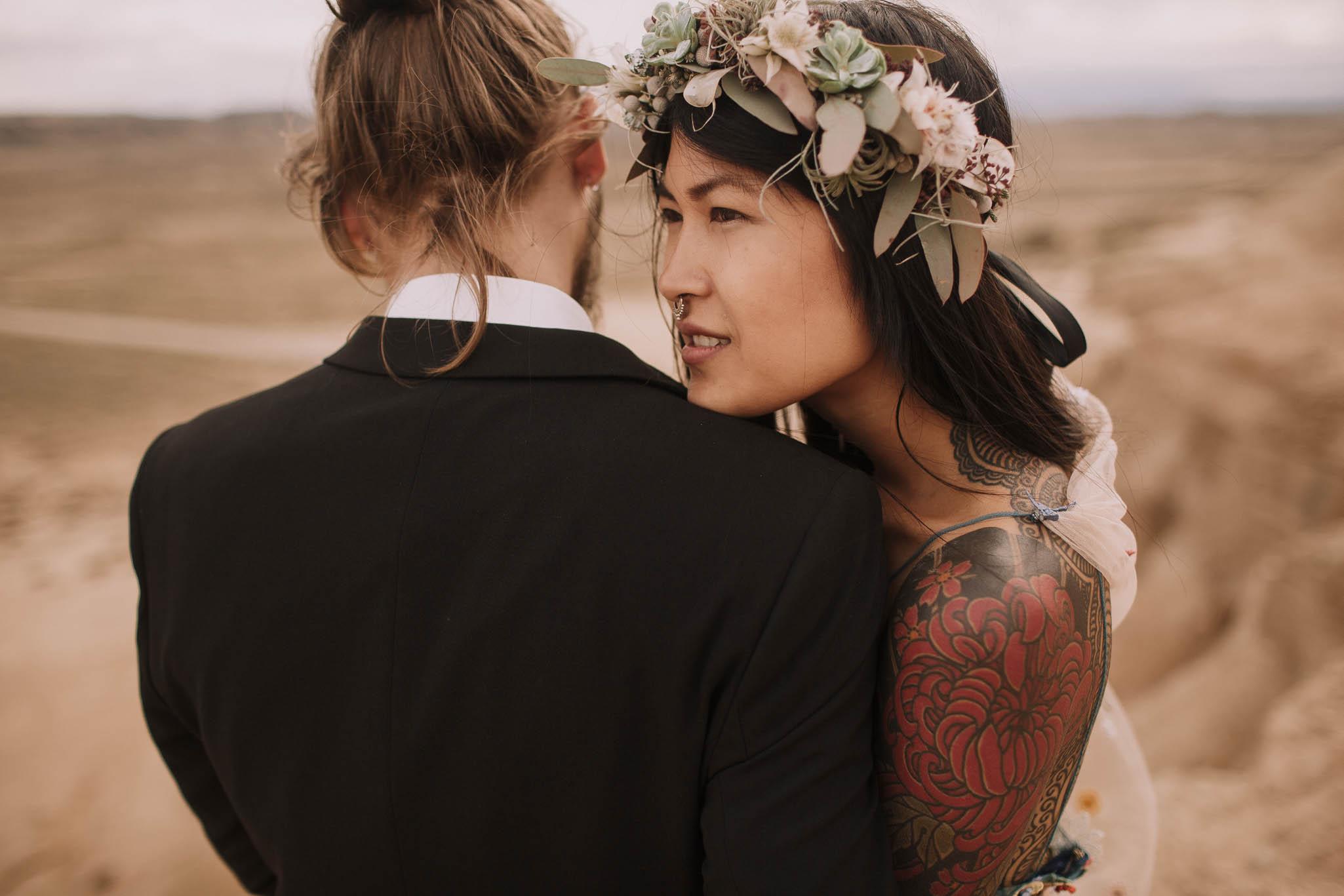Spain-wedding-photographer-bardenas-reales-jeremy-boyer-photographe-mariage-bordeaux-floral-wedding-dress-robe-125.jpg