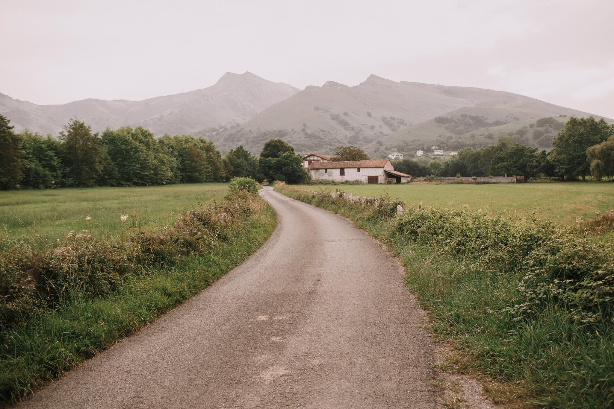 Photographe-mariage-bordeaux-jeremy-boyer-pays-basque-ihartze-artea-sare-robe-eleonore-pauc-couple-amour-116.jpg