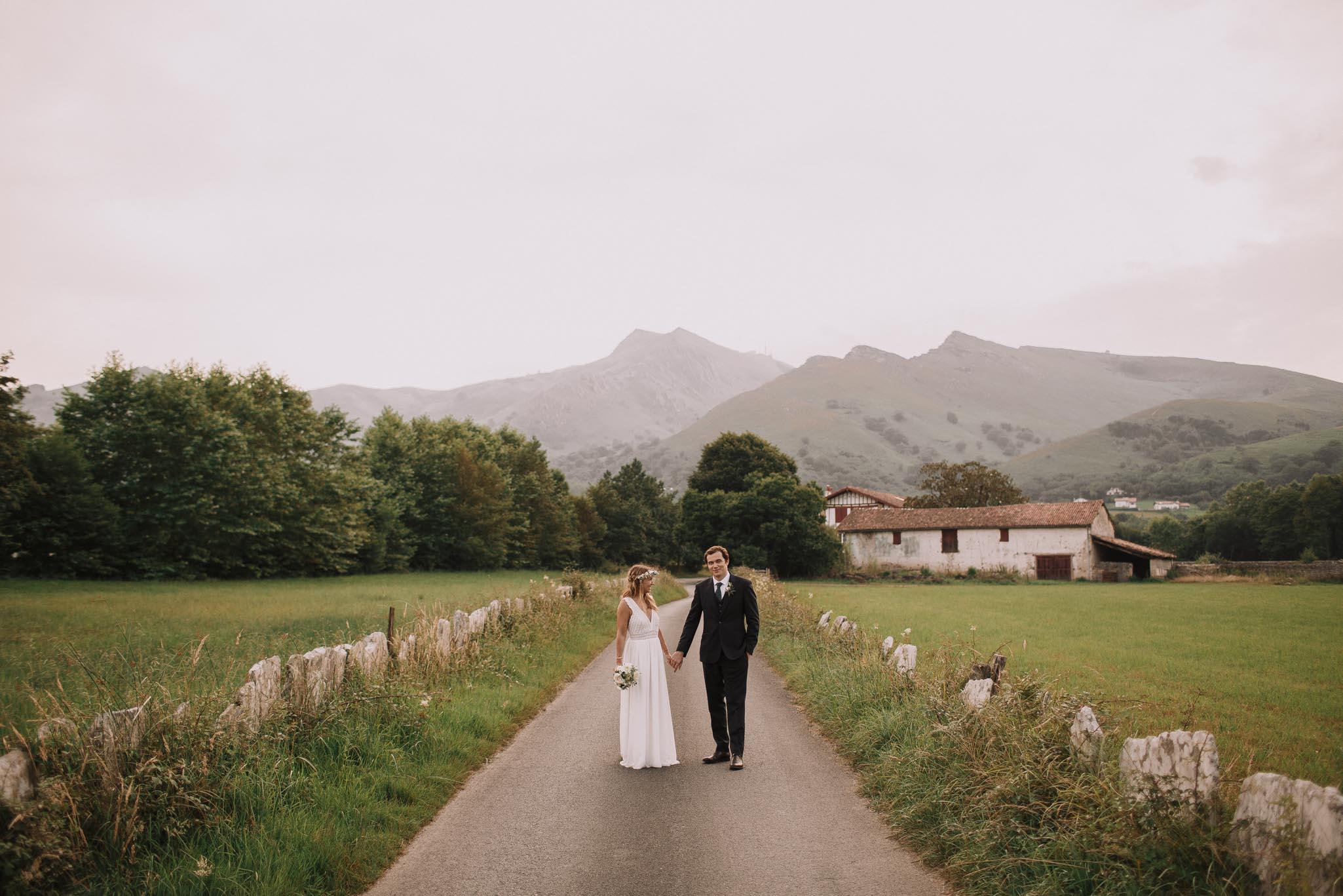 Photographe-mariage-bordeaux-jeremy-boyer-pays-basque-ihartze-artea-sare-robe-eleonore-pauc-couple-amour-119.jpg