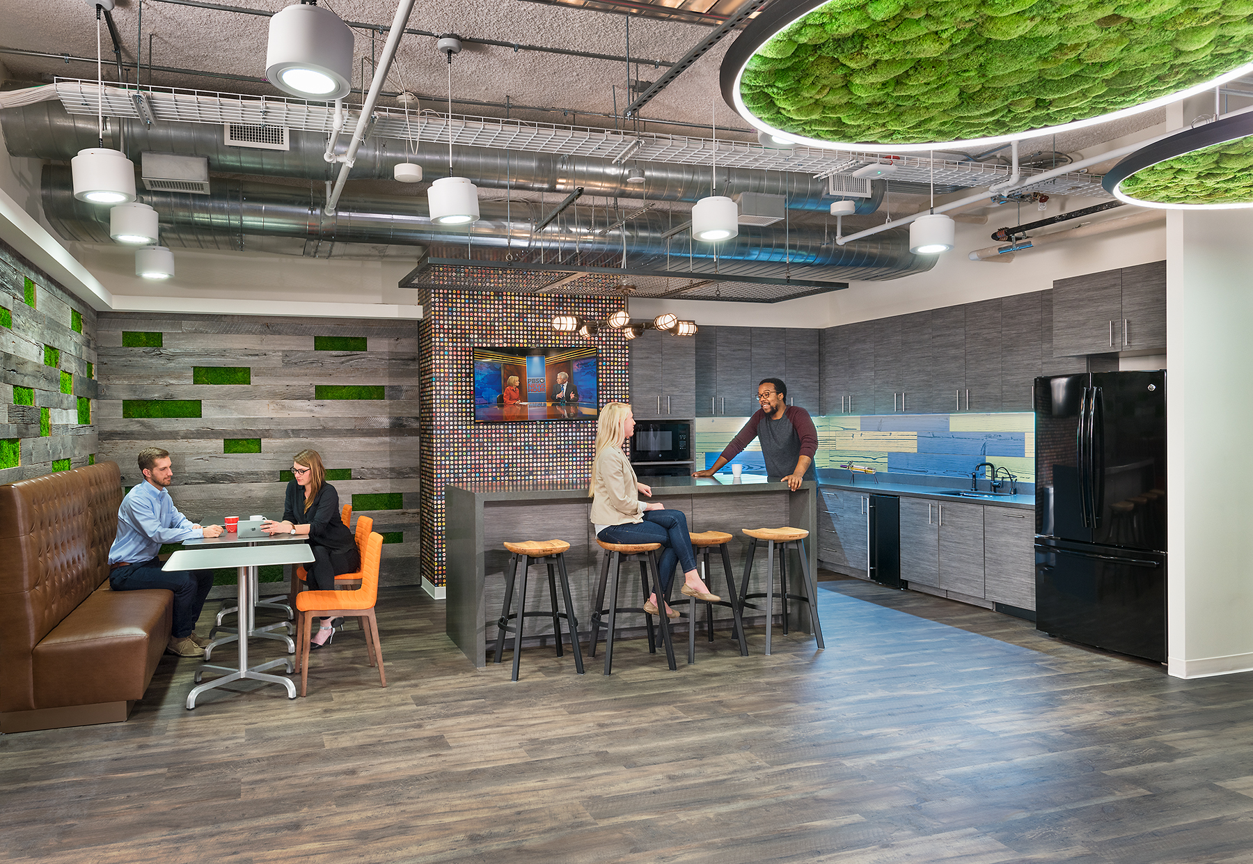 Washington, DC - Scope of ServicesProject ManagementProject Details420,000 sfIn-place renovationDesign FeaturesInterconnecting stairs and corridors, open floor plan, amenities including a cafeteria, fitness center, auditorium, and atrium.