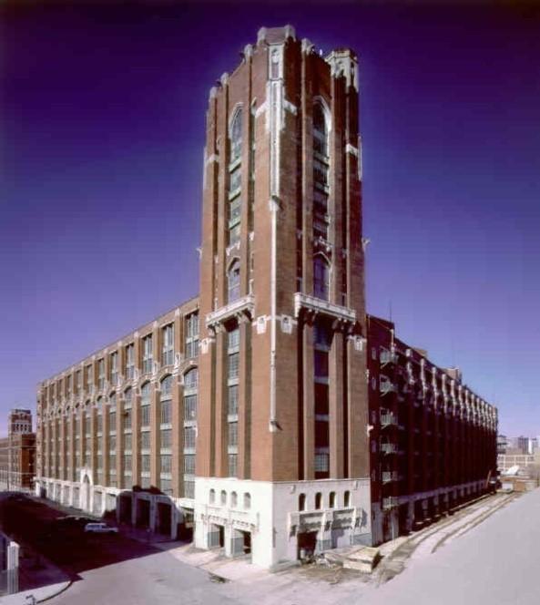 Chicago, IL - Size: 1.2 million sfOverview: Build-Outs and Façade RenovationProject Team:Architect: McClierContractor: McClier