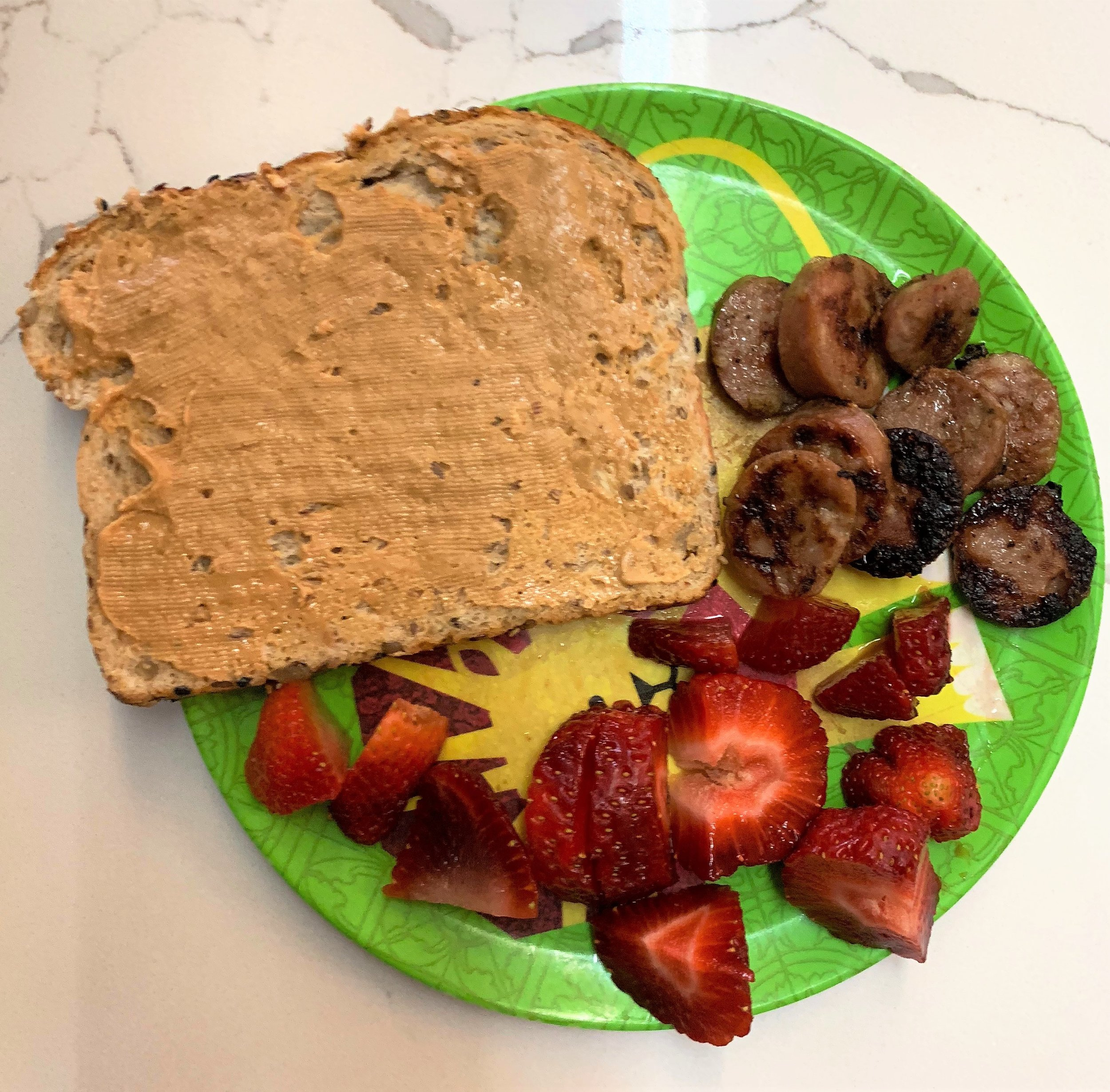 Toast with peanut butter, chicken sausages, strawberries
