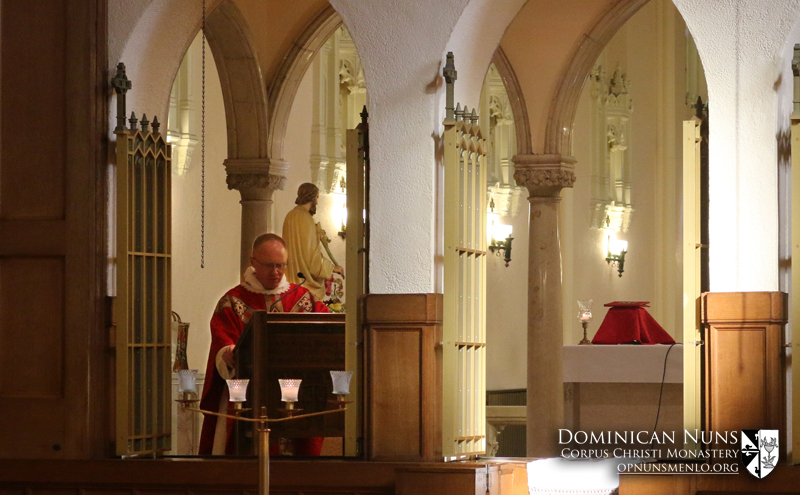 Father Brad Elliot, O.P. preaching during his Mass of Thanksgiving.