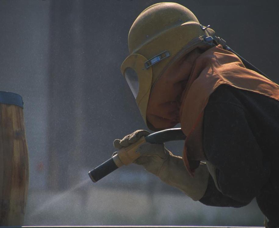 sandblasting-while-wearing-protective-clothing.jpg