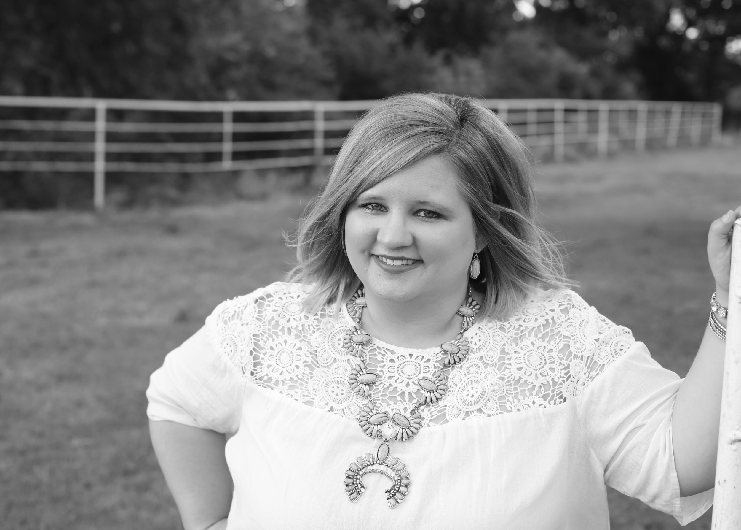 I am a donut loving, vintage trailer obsessed, turquoise jewelry hoarder AND photographer located in central Oklahoma. Welcome to b.davis photography!  Read more about me!
