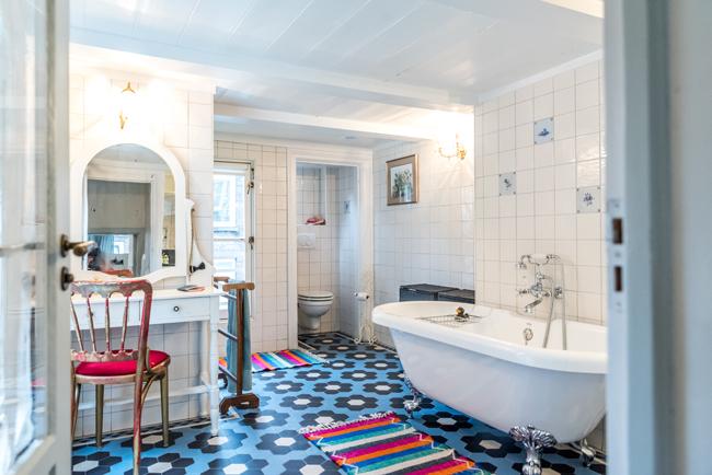 5our house_family bathroom.jpg