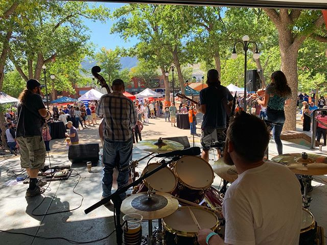 Good times at @occfoundation's Taste of Old Colorado City! That was our last local show for a while, but you can catch up this Friday at @thedickenstavern.operahouse and @herbsbar Saturday! 🙌🏻