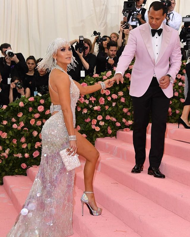 Going with a date to the Met Gala means double the fashion... and we are here for it! From @jlo & @arod to @gwenstefani & @itsjeremyscott all of the looks are being served!@themetgalaofficial @voguemagazine