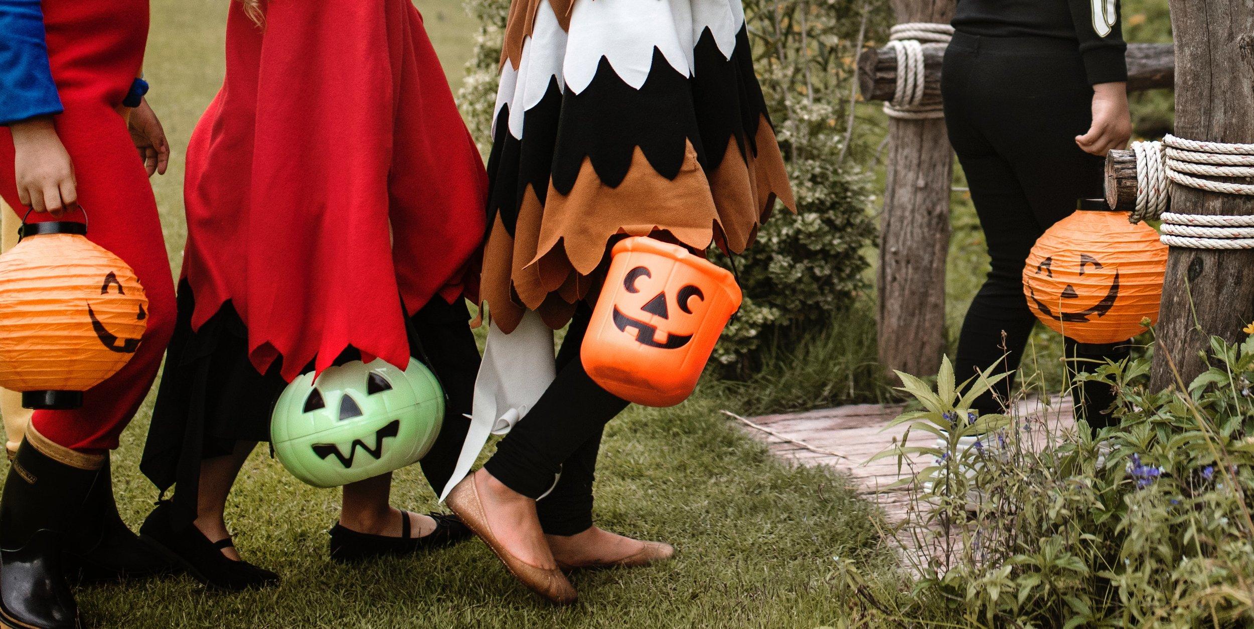 activity-bucket-costumes-1406352.jpg