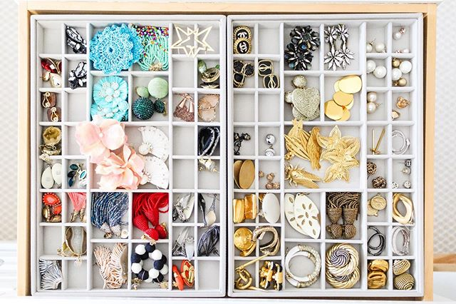 Never waste time looking for that missing second earring again! Jewelry dividers like this made a world of difference. . . . #jewelry #jewelryorganizer #jewelryorganization #closetorganization #bitsandbaubles #livesimply #closetgoals #closetorganization #closet #organization #professionalorganizer #organized #getorganized #organizeyourlife #organizedcloset #organizedlife #containyourself #closetenvy #memphis #memphisorganization #bluepencilhome #organizedhome #declutter #everythinginitsplace #simplify #simplifyyourlife #organizedhome