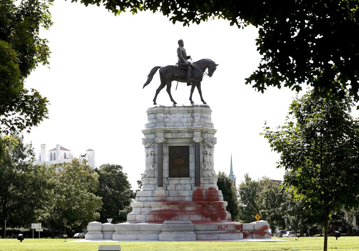 Robert E. Lee Monument in Richmond ,  Virginia