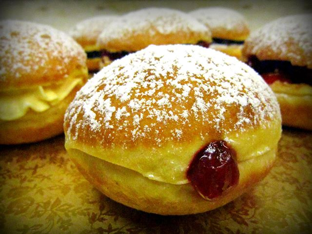 CALLING ALL PACZKI LOVERS!!! Frosted donuts is taking orders for paczki!! Call today to place your order!!