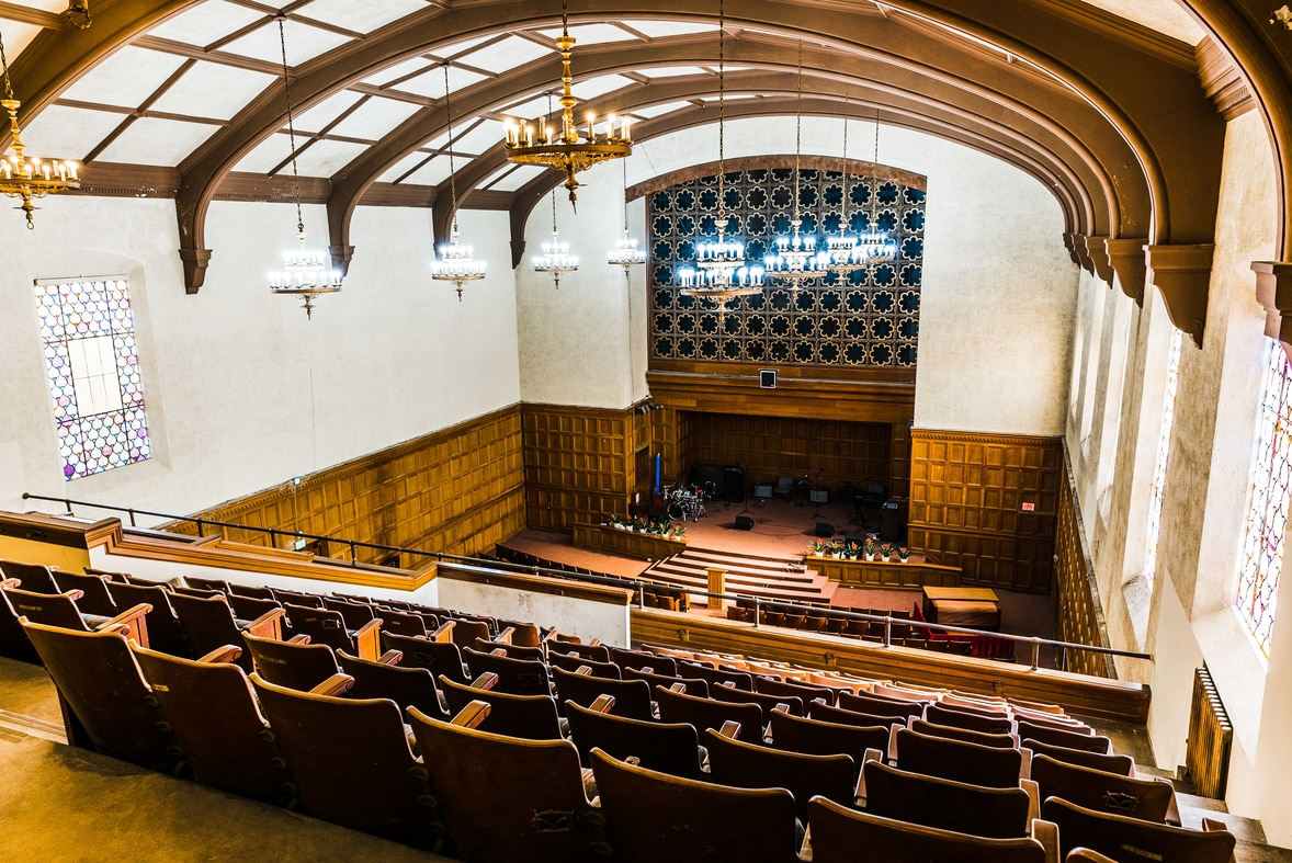 Fritchman Auditorium - Our largest space seats up to 700 people and is perfect for weddings, concerts, or larger events. We can offer you a flat rate for the day, or you can rent the space by the hour.