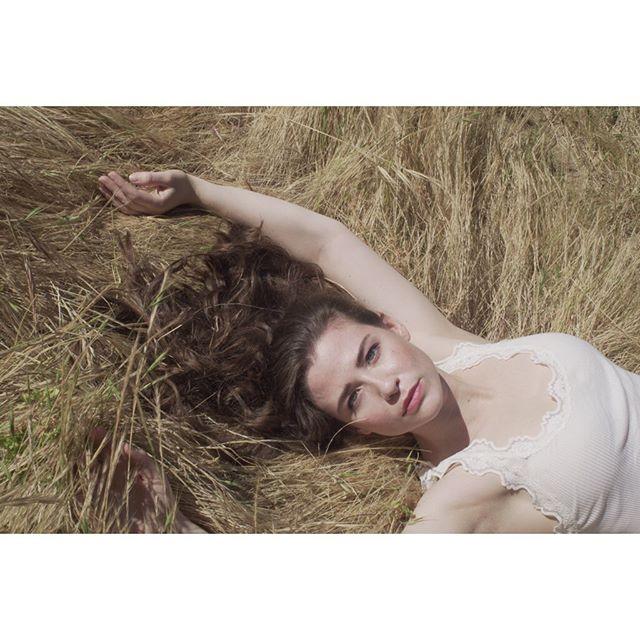 summer meadows . . . . shoot last month with @keelykathleen . . . . . . . #VisualArt #Photography #DigitalPhotography #FashionPhotography #PhotoOfTheDay #PicOfTheDay #DigitalCamera #SonyAlpha #MirrorlessCamera #IntstaPic #VisualArt #bagobones