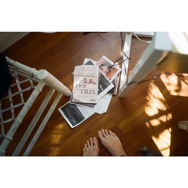toes and sunbeams . . . . . #Photography #FilmPhotography #35mm #VisualArt #FilmIsNotDead #PhotoOfTheDay #PicOfTheDay #InstaPic #kodakcolorplus200 #bagobones