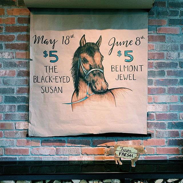Join us tomorrow for $5 Belmont Jewels featuring @woodfordreserve whiskey! A delicious classic to sip on while you watch the Belmont Stakes! 🐎  #belmontjewel #horseraces #belmontstakes #irvingdrinks  #whiskeycakelascolinas