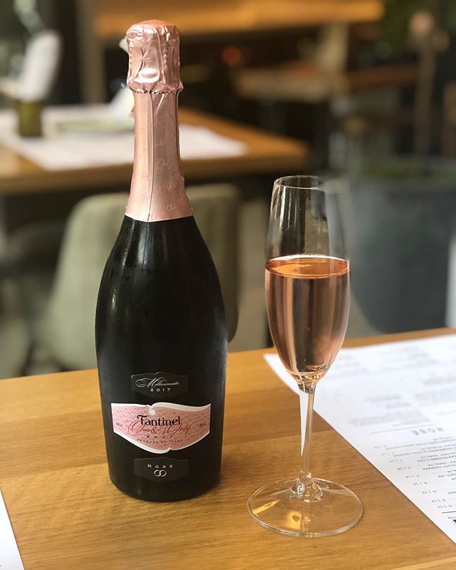 "Come grab a glass of the ""one and only"" Rosé Prosecco produces by Fantinel. What better way to celebrate a warm day! • • • #bubblesmonday #sixtyvinesuptown #wineanddine #roseprosecco"