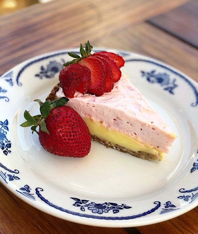 Be the first to come try our new Sunshine pie! 🍓 A sweet lemon custard layered with a creamy strawberry mousse on top of a chewy granola steel cut oat crust! 🍓 • • • • • • • • #idaclaire #southofordinary #southernhospitality #seasonalpie #strawberry #piegamestrong