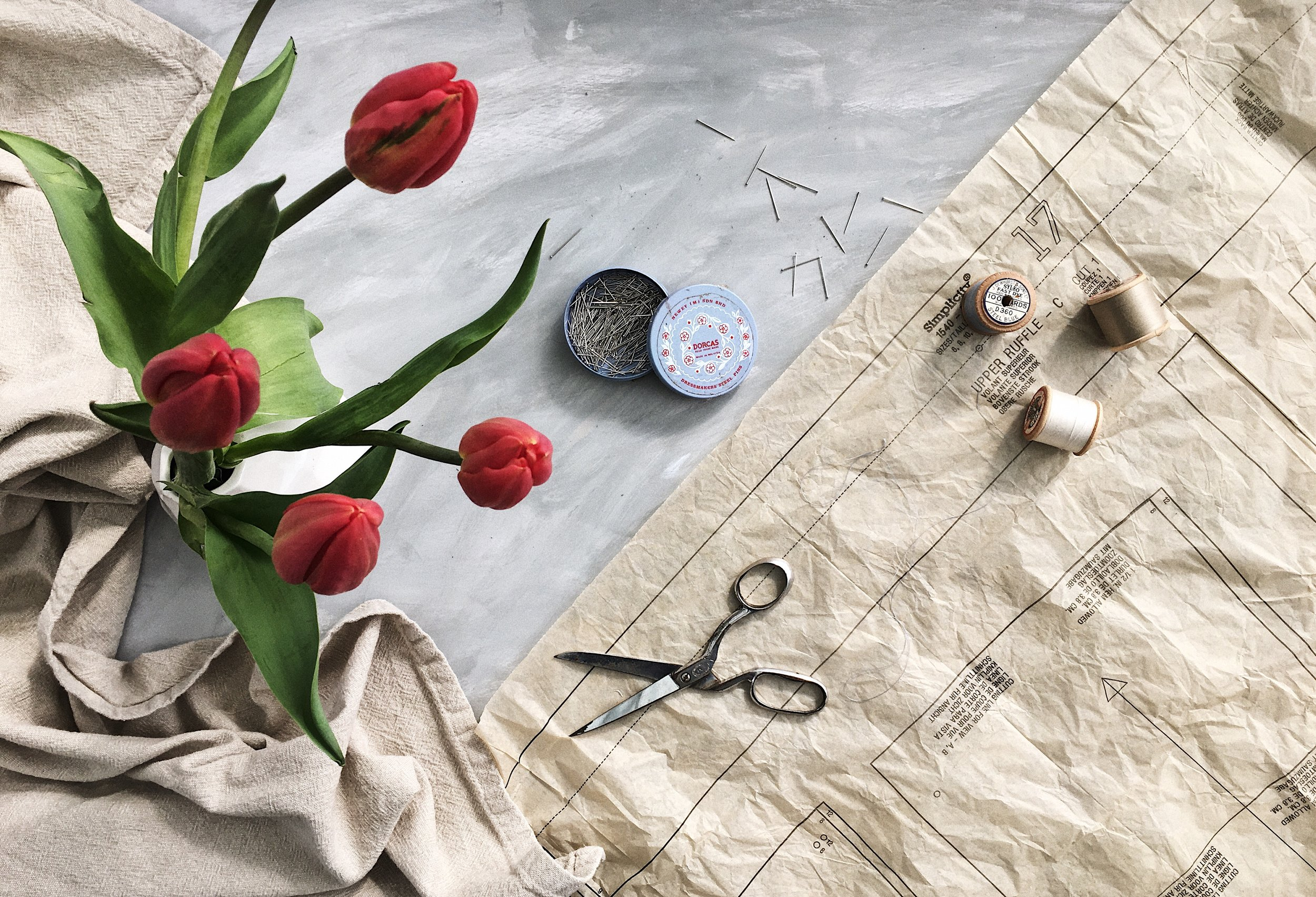 Get your free copy of my 4 WAYS TO STYLE A FLAT LAY handbook when you join the mailing list