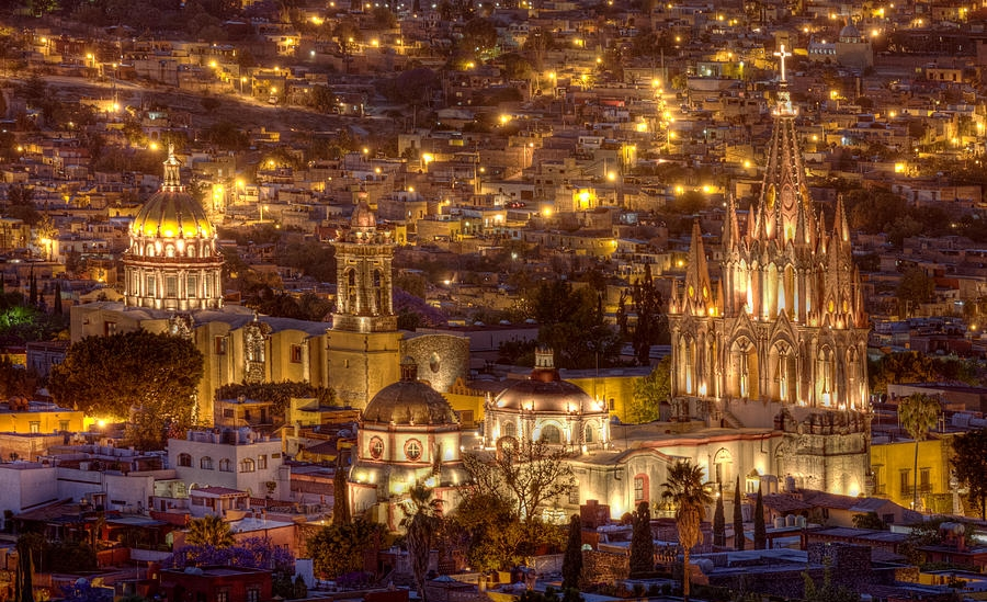 san-miguel-de-allende-at-night-lindley-johnson.jpg