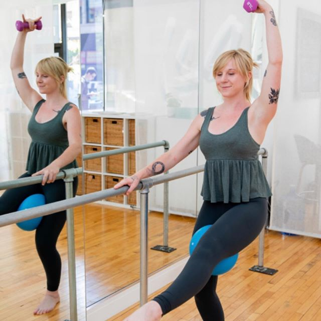 Catch Paige tonight at 6pm for Happy Hour at the Barre subbing for Jackie! She is sure to leave you energized and feeling strong enough to conquer your heart weekend plans. Trust us, if Barre is your workout bread and butter, you need to take one her classes! Take a look at her upcoming schedule on our website at logansquarepilates.com and book your spot. . . . #barre #happyhour #isometric #movement #burn #workout #fridaynight #logansquare #logansquarechicago . . 📸: @dietz_studio