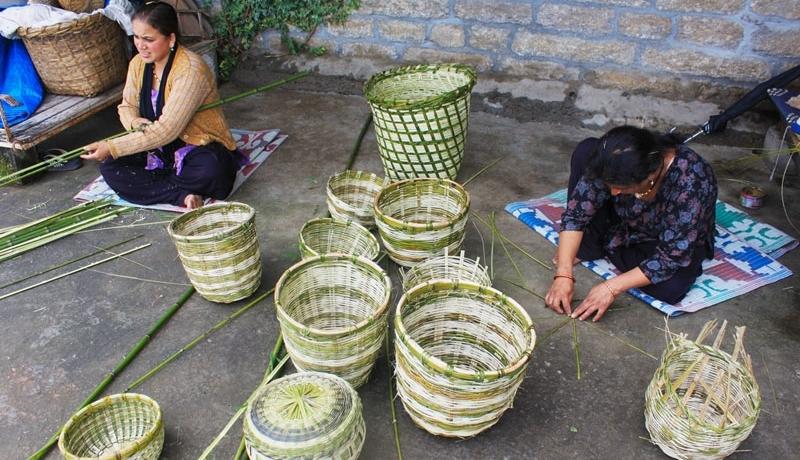 Bamboo artisans in Design Workshops, Pipalkoti, Uttaranchal