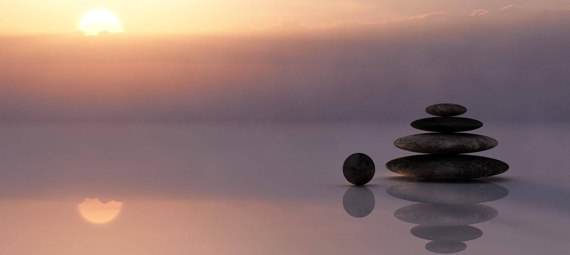 - The Treasure Hunter blog on exploring life through minimalism