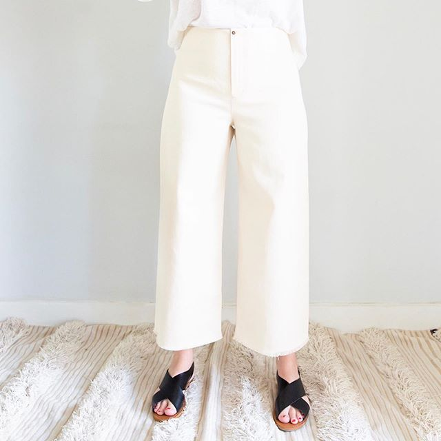 TESTERS Needed ✂️ Hello! I am adding sizes to the Parasol Jumpsuit & Trousers and I've made some little changes to the trousers (no front seam option). So I am needing some help to test this week until August 4th. I would need a few peeps to test size 18-24 for the Parasol Jumpsuit as well as the #orchidxparasol jumpsuit and dress collab with @chalkandnotch. I also need to retest ALL the sizes for the trousers. If you are available and interested, send me a DM (it's first come first serve ;) )You must have a FB account to test. Thanks 😘 #parasoltrousers #parasoljumpsuit #sewensemble