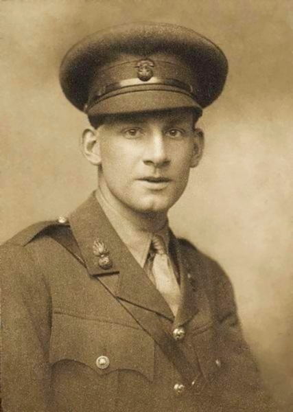 Siegfried Sassoon by George Charles Beresford, 1915.