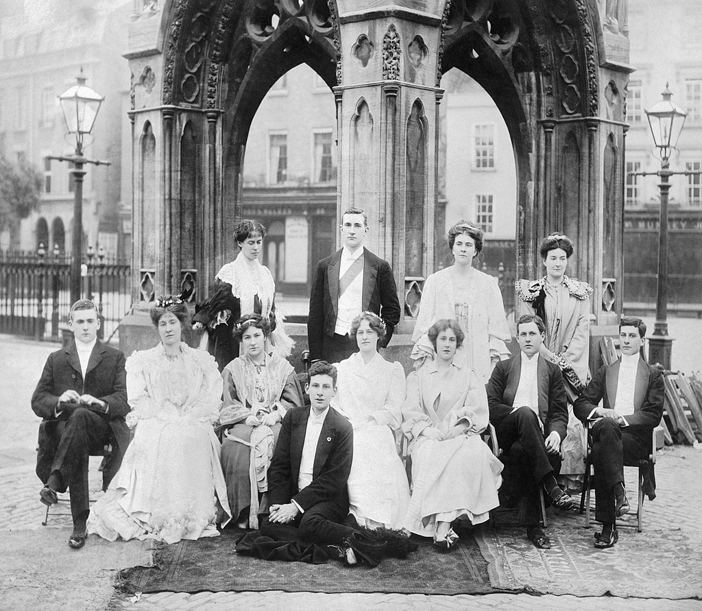 Siegfried Sassoon (front row, center) with his brother Hamo and other students at Cambridge, 1906.