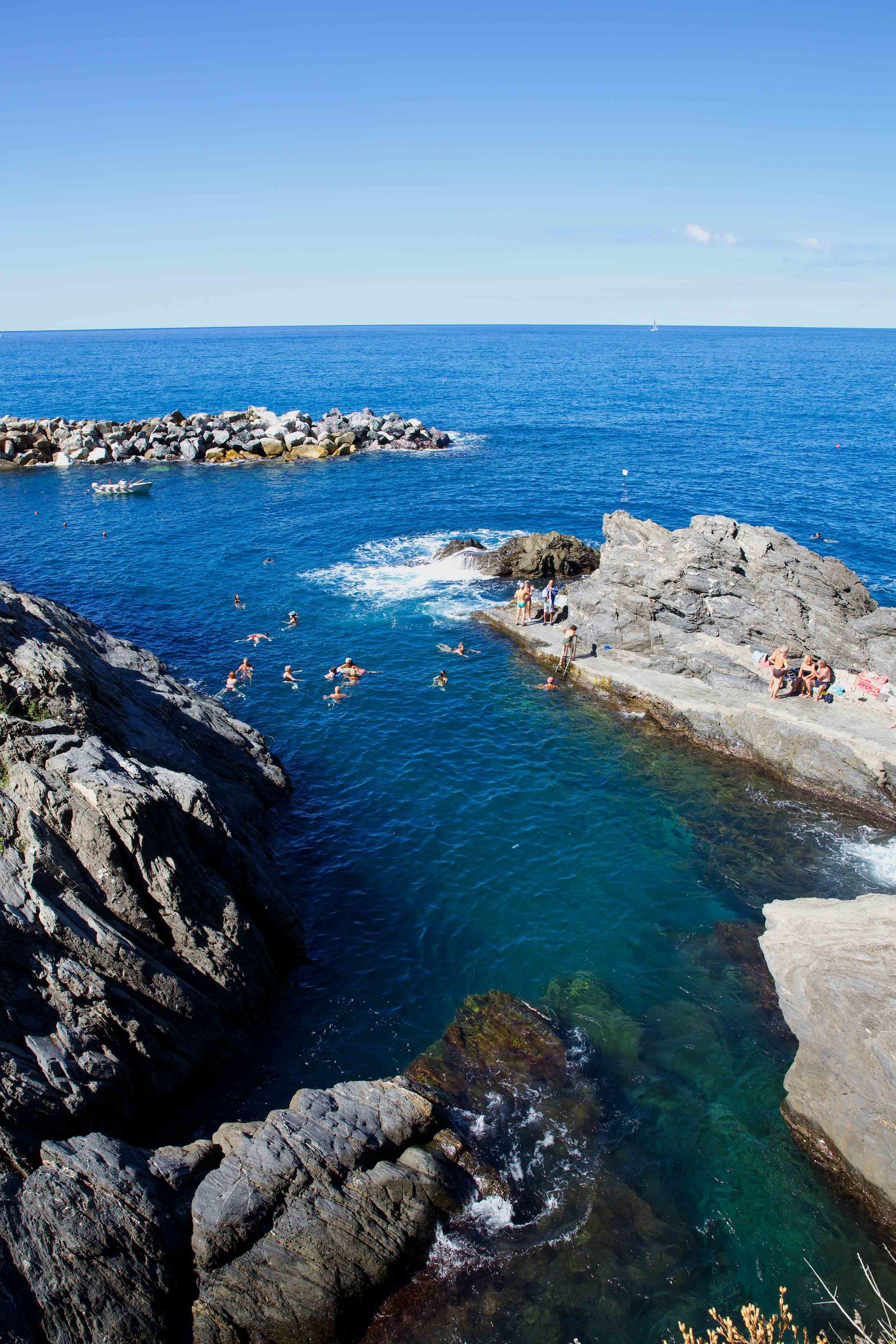 SwimmersCinqueTerre4269Web.jpg
