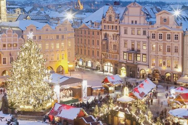 Prague's Old Town Square.jpg