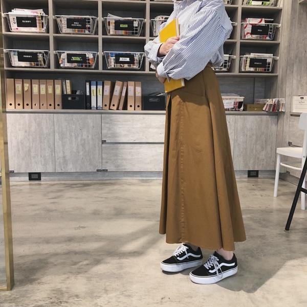 隨性自在感膨膨袖條紋襯衫  +  率性打摺口袋寬裙 +  NO,059韓國質感珍珠圓圈夾式耳環