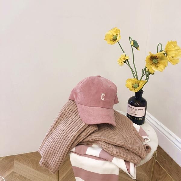 韓國率性百搭字母棒球帽  +  男孩感寬條紋長袖上衣  +  慵懶冬日勾針寬鬆毛衣