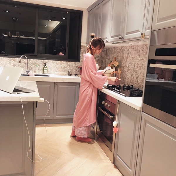 1_PAZZO_法式慵懶寬袖長版睡袍_甜蜜少女格紋緞帶家居長褲 (28).jpg