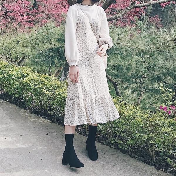 百花盛開春意盎然的走春照,Pazzo設計了魔法衣服,每件都好喜歡😍 🎈QQ捲邊上衣 🎈碎花洋裝 🎈襪靴 _柯宜廷