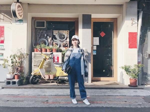 Pazzo出貨真的很快 過年前拿到新衣服好開心~ 藍上衣➕吊帶褲---pazzo _Claire Huang
