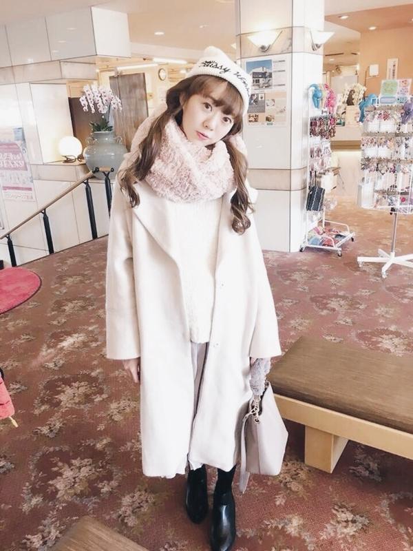 最愛pazzo小巴黎外套,材質很輕盈又保暖 _Yurina Chen