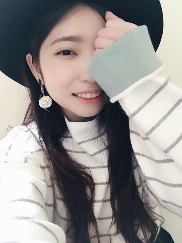 最喜歡pazzo ❤️ 衣櫃滿滿pazzo的衣服 但是看到新品還是會失心風 衣服真的很美💕💕 條紋毛衣一眼就愛上😍😍 冬天穿它暖到不行~ _Yu Ching Lu