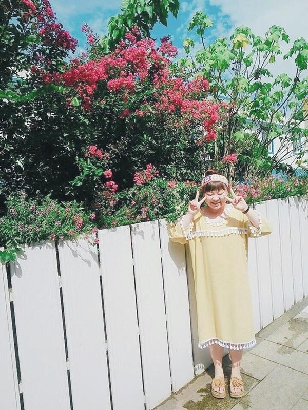 最喜歡這件pazzo買的鵝黃洋裝💕💕💕 春天的時候 搭配pazzo白色雪紡褲跟手工粉色針織髮帶出遊很開心 _Xiang Rou Zheng