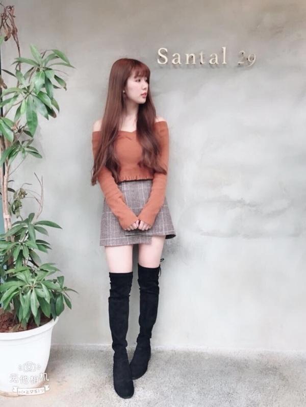 上衣&裙子&膝上靴 都是PAZZO💕💕💕 買過一次 就愛不釋手 價格平易近人 質感卻很棒 每週都很期待你們的新品 會繼續支持你們🤗 _李盈萱