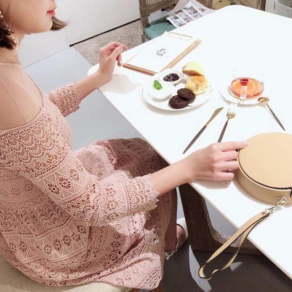 透膚拼接蕾絲花邊婚禮洋裝 (4).jpg
