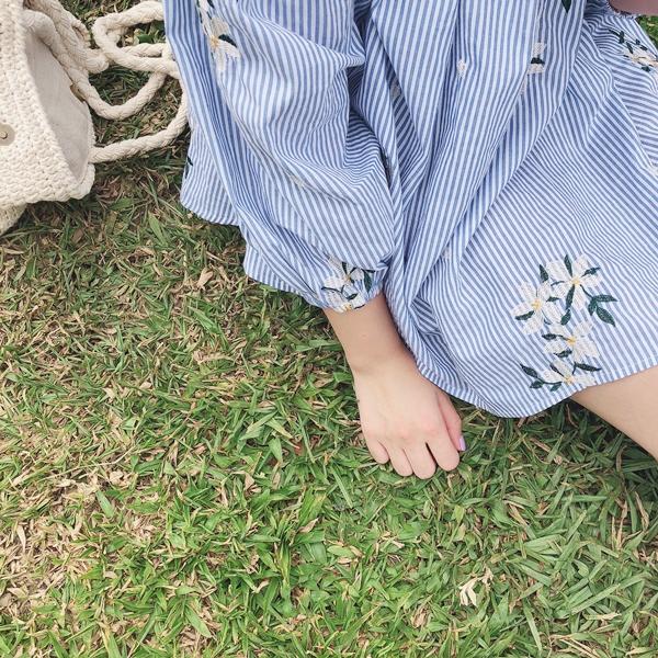 小清新花朵刺繡一字領條紋上衣 (19).JPG