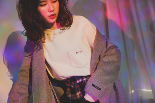 pazzo look/   URBAN RESEARCH x PAZZO 日文刺繡車線大學T    + 未來聯名手工羊毛大衣